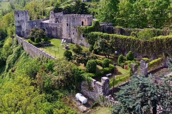 castello-di-salle-vecchia-1FA99CC3B-1819-A169-F4B6-F6F88106EE5E.jpg